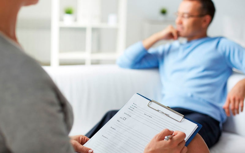 Помощь наркоману в домашних условиях – реально ли?