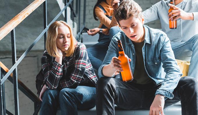 """Подростковый алкоголизм: причины, лечение, профилактика - """"Приоритет"""" Винница."""